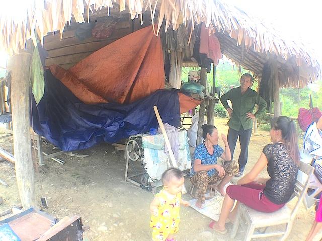 Căn nhà ở lán trại - nơi Tú ở với ông bà.