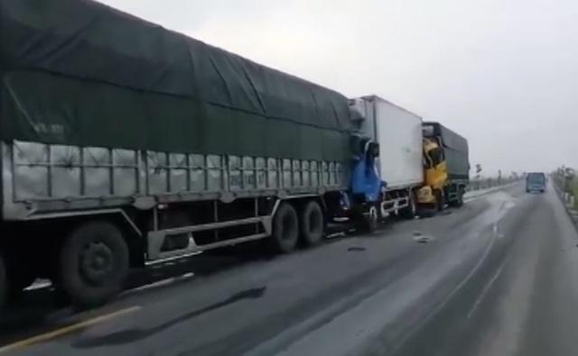 Theo cơ quan chức năng, thì quốc lộ 1A tuyến tránh Vinh hơn 1 tháng nay đã xảy ra rất nhiều vụ tai nạn vì đường gồ ghề.