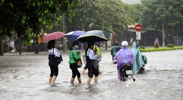 Diễn biến mưa xấu, Sở GD&ĐT Nghệ An đã ban hành Công văn cho học sinh nghỉ học.
