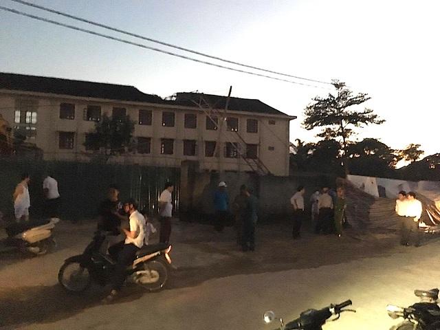 Cần cẩu xây chung cư đổ sập xuống trường học, một học sinh tử vong - 6