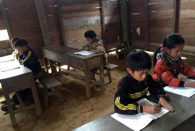 Lớp học với nhiều bậc học ở Thằm Thẩm.