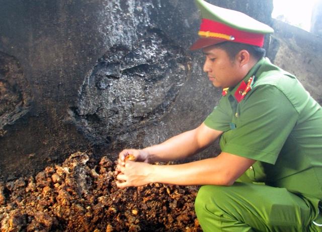 Sản phẩm tốp mỡ sau khi đã chắt lọc lấy mỡ nước. Sau đó tốp mỡ này được dùng vào cho việc đun nấu.