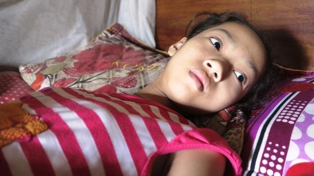 Đôi mắt khát sống của đứa trẻ thơ nó cầu mong sự giúp đỡ của các nhà hảo tâm để có thể ở lại với cuộc đời này.