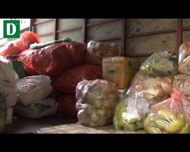 Hơn 1 tấn rau, củ, quả không rõ nguồn gốc.