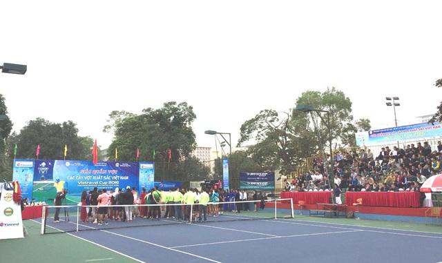Khán giả xứ Nghệ đến theo dõi giải rất đông.