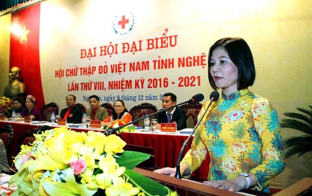 Bà Trần Thị Hồng An - Phó chủ tịch Hội chữ thập đỏ Việt Nam, đại diện Hội chữ thập đỏ Na-uy tại Việt Nam phát biểu tại Đại hội.