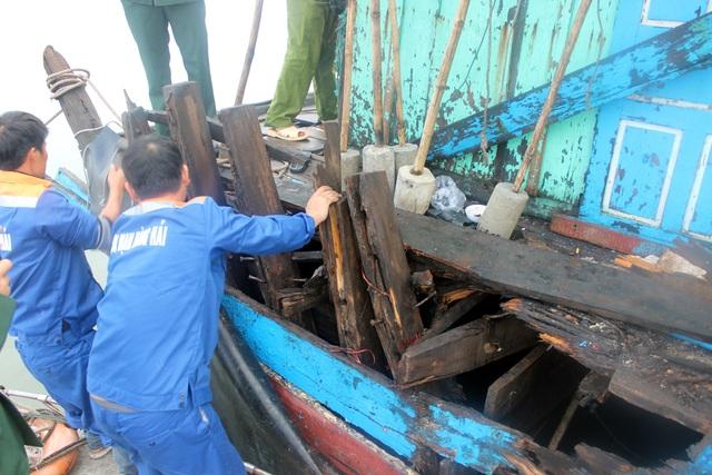 15 ngư dân trên tàu cá bị nạn đã về nhà an toàn - 5