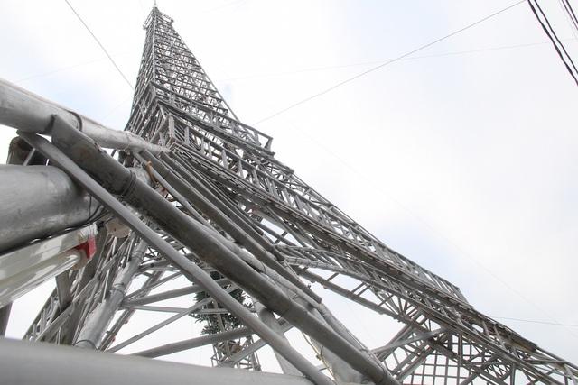 """Giáo dân Xứ Nghệ làm """"Tháp Eiffel"""" đón Giáng sinh độc nhất Việt Nam - 6"""