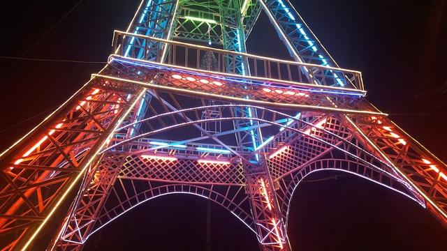 """Giáo dân Xứ Nghệ làm """"Tháp Eiffel"""" đón Giáng sinh độc nhất Việt Nam - 8"""