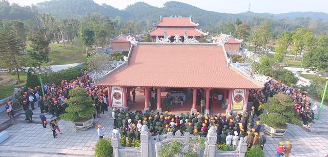 Đoàn Hội CCB văn phòng Quốc hội làm lễ tưởng niệm các anh hùng liệt sỹ tại Khu di tích Truông Bồn, xã Mỹ Sơn, huyện Đô Lương, Nghệ An.