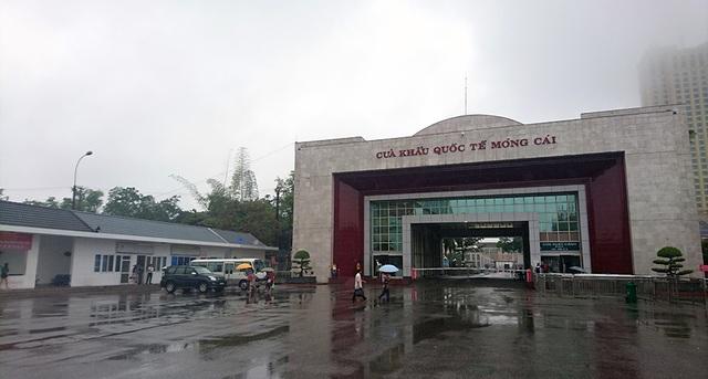 Theo ghi nhận của PV Dân trí vào 16h chiều ngày 19/10, tại Cửa khẩu Móng Cái, Quảng Ninh, mọi hoạt động thông thương tại đây diễn ra như bình thường sau khi cơn bão số 7 suy yếu thành áp thấp nhiệt đới.