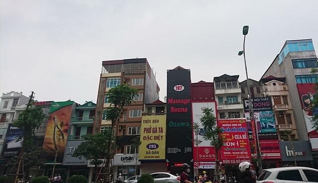 Một cơ sở kinh doanh dịch vụ mát-xa trên phố Xã Đàn.