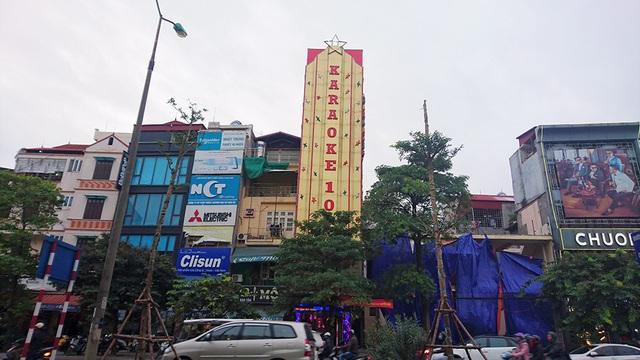 Có thể nhận thấy rõ tình trạng này ở các tuyến phố nhiều cơ sở karaoke như đường đường Xã Đàn, Đào Tấn...