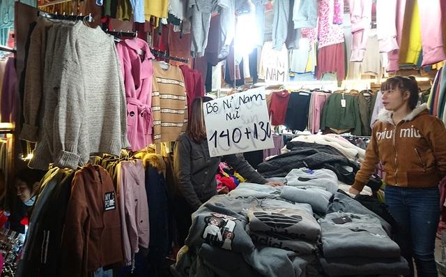 Quần áo nỉ cho có giá chỉ 130 - 140 nghìn đồng/bộ.