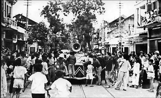 Sáng ngày 20/12/1946, Lời kêu gọi Toàn quốc kháng chiến của Chủ tịch Hồ Chí Minh (viết ngày 19/12/1946) được phát đi khắp cả nước.