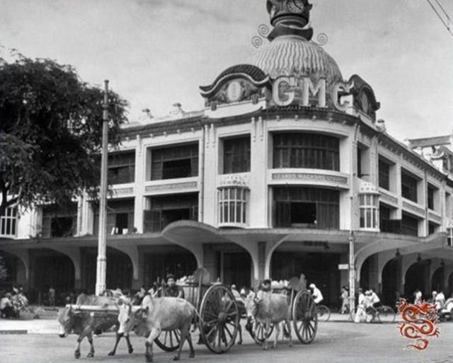 Năm 1934 tòa nhà được gắn thêm chữ GMC trên nóc