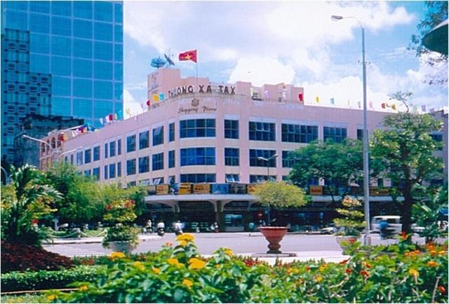 Năm 1998, tòa nhà trở lại với tên Thương xá Tax