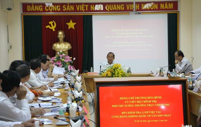 Phó Thủ tướng Trương Hòa Bình làm việc với CHKQT TSN về công tác đảm bảo an ninh, an toàn hàng không