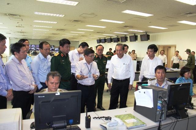 Phó Thủ tướng Trương Hòa Bình kiểm tra khu vực kiểm soát, đảm bảo an ninh hàng không