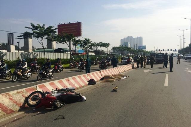Vụ tai nạn giao thông xảy ra trên xa lộ Hà Nội khiến 2 nữ sinh tử vong (ảnh Lê Nhiên)