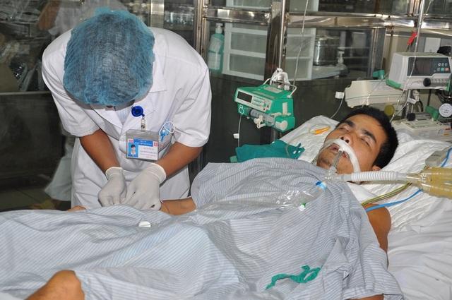 Anh Việt bất ngờ phát hiện viêm cơ tim nên phải điều trị tại khoa Hồi sức tích cực của bệnh viện Bạch Mai.