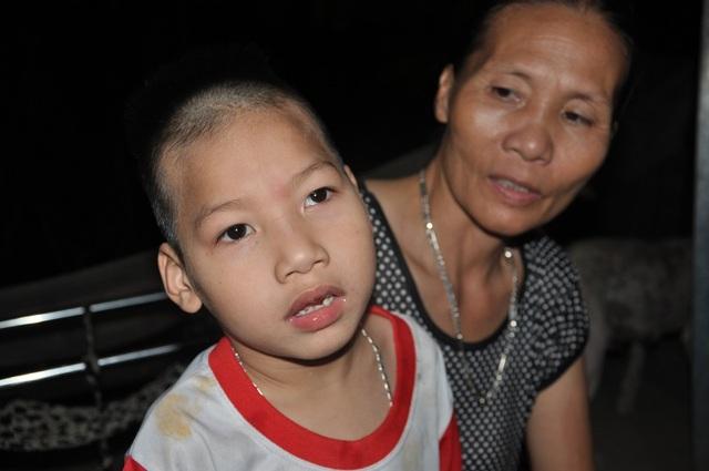 Được mọi người giúp đỡ, bé Tâm đã có điều kiện đi chữa bệnh.