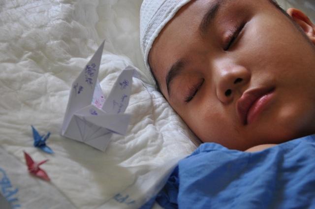 Bị khối u ác đã xâm lấn, tính mạng của cậu bé đáng thương đang rất nguy kịch.