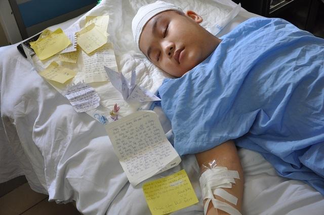 Bất ngờ phát hiện khối u não khiến cậu bé Thành rơi vào tình cảnh nguy kịch.