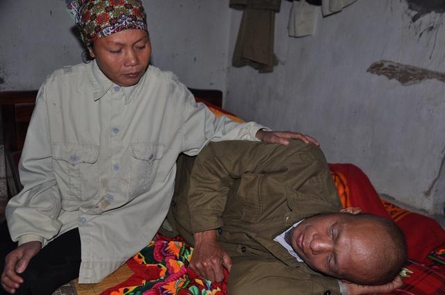 Bản thân chị Tài không thể xoay sở được tiền cho chồng chữa trị.