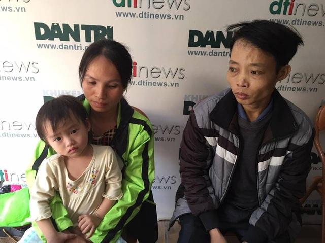 Gia đình cháu Quỳnh có mặt tại cơ quan báo điện tử Dân trí chiều ngày 13/12.