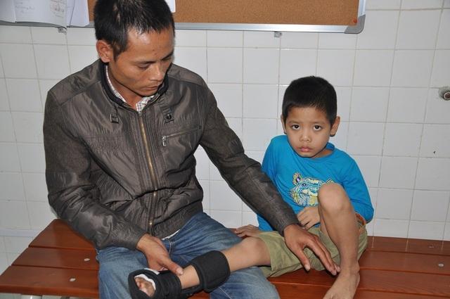 Hai bố con gửi lời cám ơn bệnh viện và quý báo điện tử Dân trí đã giúp đỡ.