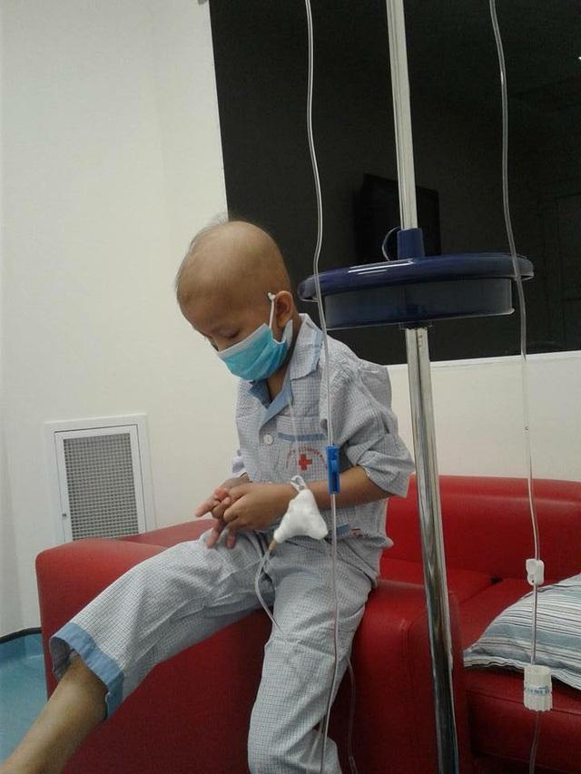 Số tiền hơn 400 triệu đồng đủ để Hoàng Minh tiến hành ca ghép tủy tại Viện huyết học truyền máu TW.