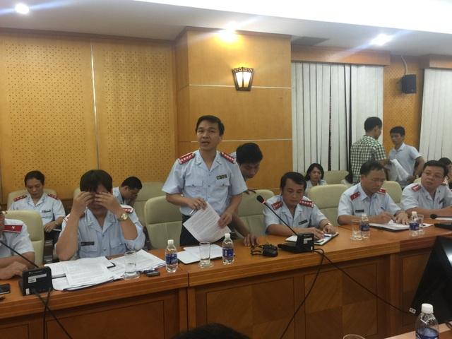 Ông Hoàng Hưng - Phó vụ trưởng Vụ Tổ chức Cán bộ, Thanh tra Chính phủ trả lời tại cuộc họp báo (Ảnh: Thế Kha)