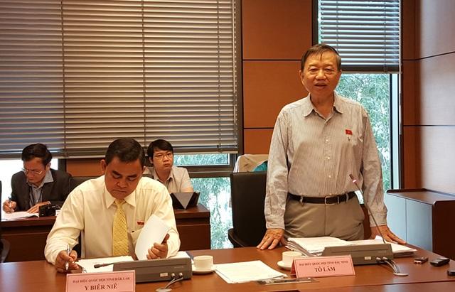 Thượng tượng Tô Lâm - Bộ trưởng Bộ Công an phát biểu tại buổi thảo luận sáng 8/11 (Ảnh: Thế Kha)