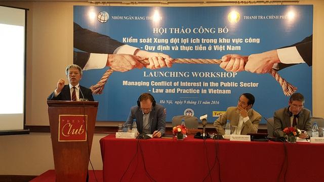 Tiến sĩ Nguyễn Sĩ Dũng - nguyên Phó chủ nhiệm Văn phòng Quốc hội phát biểu tại hội thảo (Ảnh: Thế Kha)