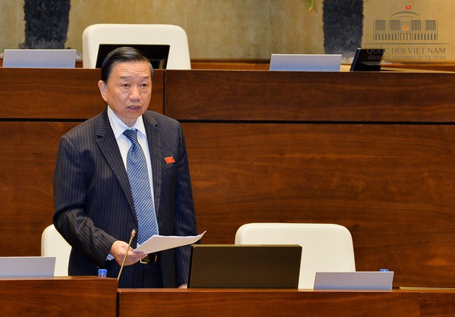 Bộ trưởng Bộ Công an Tô Lâm giải đáp băn khoăn của đại biểu Quốc hội (Ảnh: Quochoi.vn)