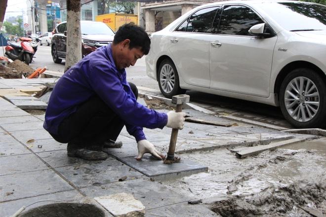 Hình ảnh các vỉa hè Hà Nội được thay mới bằng gạch vân đá - 10