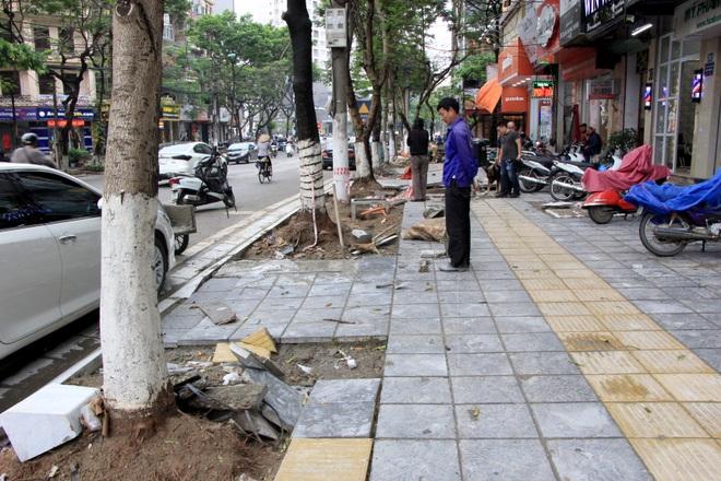 Hình ảnh các vỉa hè Hà Nội được thay mới bằng gạch vân đá - 5