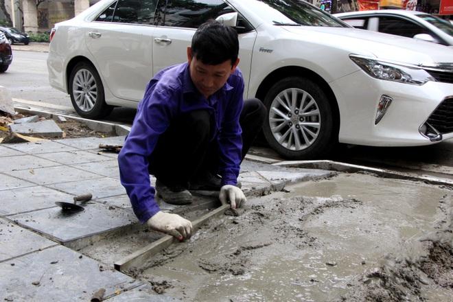 Hình ảnh các vỉa hè Hà Nội được thay mới bằng gạch vân đá - 8