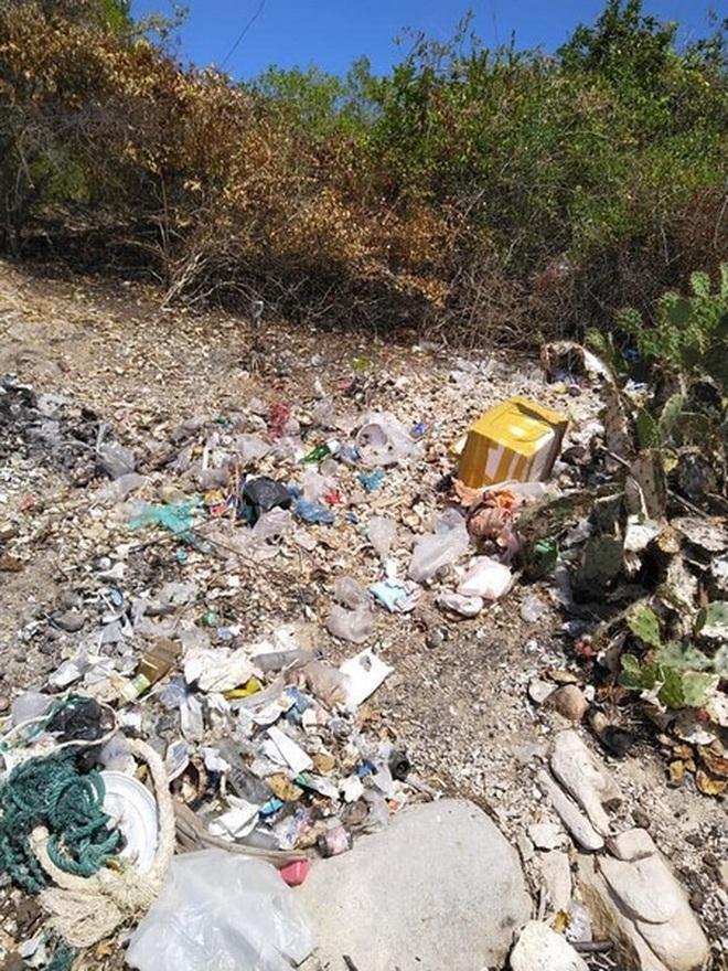 """Bạn trẻ Ninh Thuận hưởng ứng trào lưu """"thách thức dọn rác"""" - 7"""