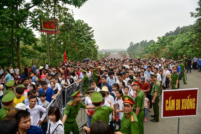 Biển người hành hương về Đền Hùng trước ngày Giỗ Tổ - 8
