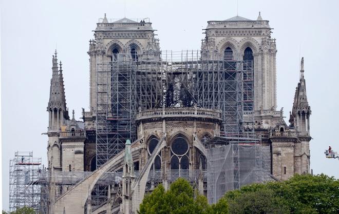Bộ ảnh lột tả sức tàn phá của bão lửa tại Nhà thờ Đức Bà - 8