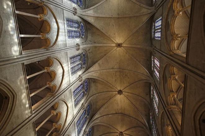 Bộ ảnh lột tả sức tàn phá của bão lửa tại Nhà thờ Đức Bà - 17
