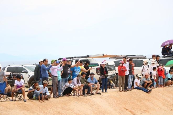 """Dịp lễ, các """"tay chơi"""" đổ xô về Ninh Thuận đua ô tô trên cát - 5"""