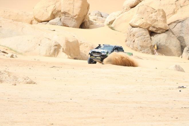 """Dịp lễ, các """"tay chơi"""" đổ xô về Ninh Thuận đua ô tô trên cát - 6"""