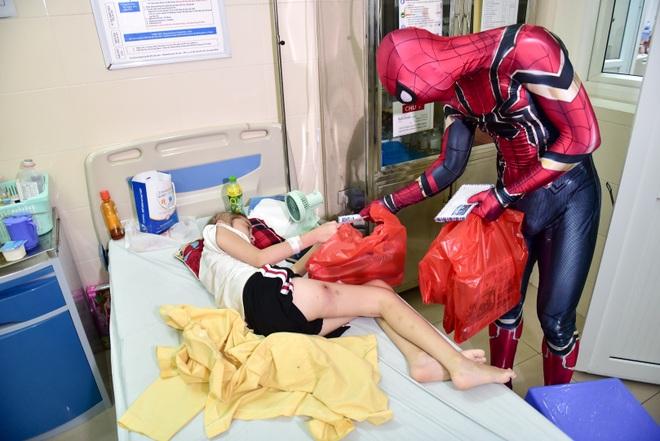 Chàng trai hoá thân thành người nhện đi truyền lửa cho các bệnh nhi ung thư - 6