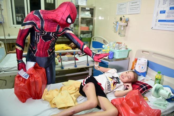 Chàng trai hoá thân thành người nhện đi truyền lửa cho các bệnh nhi ung thư - 7