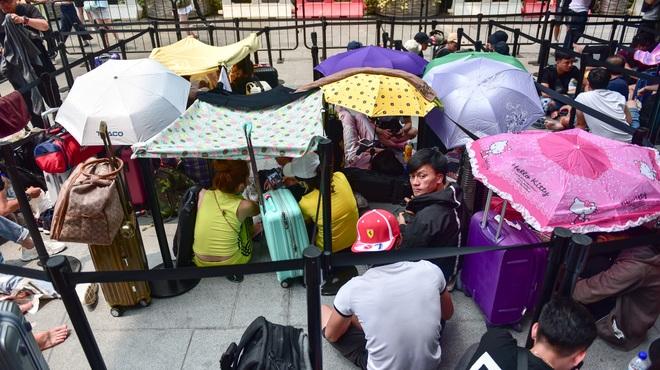 Tường thuật từ Singapore: Cả ngàn người ăn chực nằm chờ iPhone 11 - 6