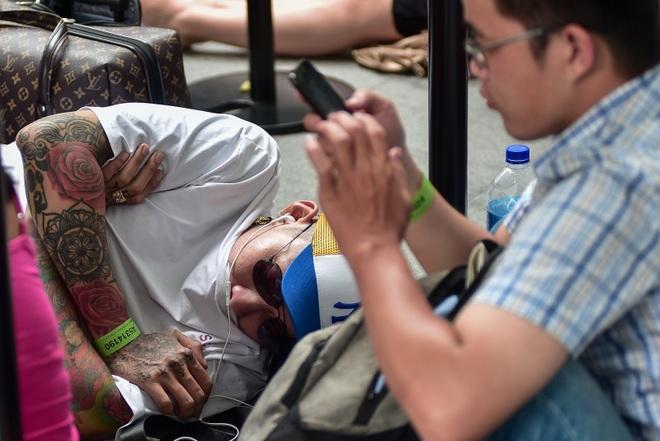 Tường thuật từ Singapore: Cả ngàn người ăn chực nằm chờ iPhone 11 - 8
