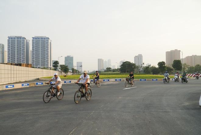 Toàn cảnh tuyến đường 8 làn kết nối 3 quận ở Hà Nội - 12